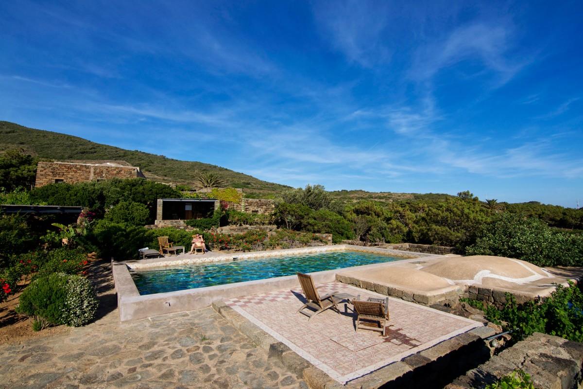 Dammuso grande 8 persone tenuta borgia dammusi pantelleria - Dammusi con piscina pantelleria ...
